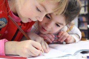 niños aprendiendo